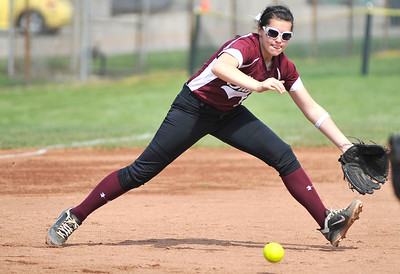 Third baseman Erin Reisinger fields a ground ball yesterday against Garfield. DAVID RICHARD / CHRONICLE
