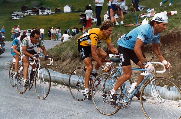 Giro 83: Bombini, Thurau and Pino are climbing up the Passo Campolongo.