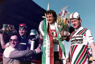 24.4.1983: Großer Int. Alfa Romeo Auto Neuser Preis in Nürnberg: Veranstalter Fritz Neuser ( elfmaliger DM und Olympiateilnehmer auf dem Rennrad und erfolgreicher Autorennfahrer) gratuliert dem jungen Sieger Rolf Gölz. Zweiter wurde Peter Becker (RC Charlottenburg) und Dritter der niederländische Kriteriumsspezialist Snoeink. Fritz Neuser feiert am 14.2.2017 seinen 85.Geburtstag.
