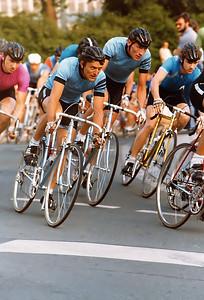 1980 Altstadtkriterium Nürnberg: Dieter Flögel und Andreas Englert (RSG Nürnberg) eingerahmt von Peter und Thomas Krön von der RMV Concordia Strullendorf.