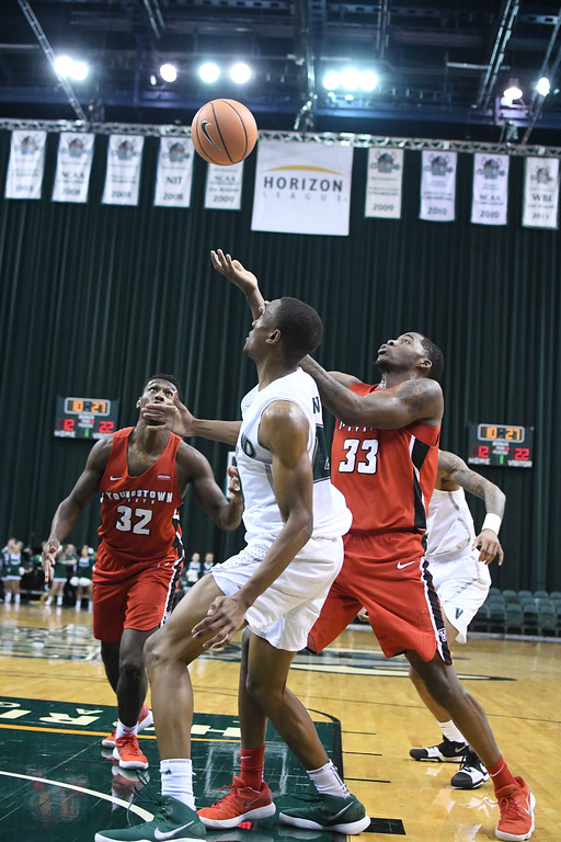 . Eric Bonzar�The Morning Journal<br> Youngstown State\'s Naz Bohannon (33) battles for a rebound, Jan. 1, 2018.