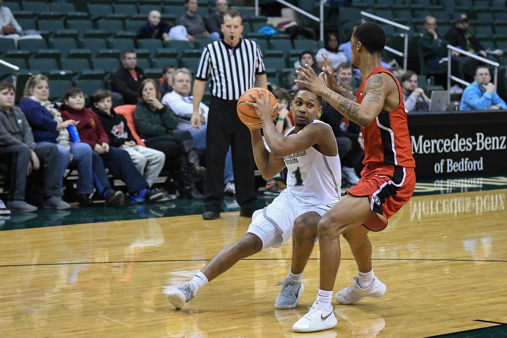 . Eric Bonzar�The Morning Journal<br> Cleveland State\'s Kasheem Thomas (1) cuts around Youngstown State guard Jaylen Benton, Jan. 1, 2018.