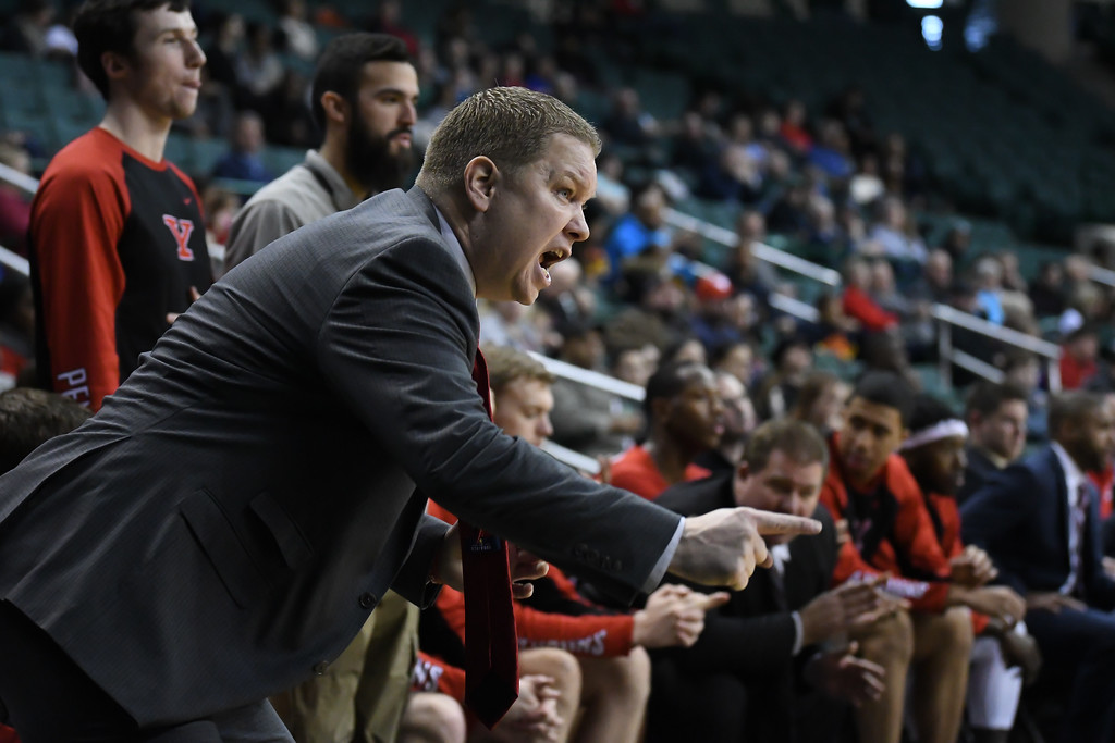 . Eric Bonzar�The Morning Journal<br> Youngstown State Head Coach Jerrod Calhoun barks plays to his offense in the second half of the Penguin\'s Horizon League match-up against the Cleveland State Vikings, Jan. 1, 2018.
