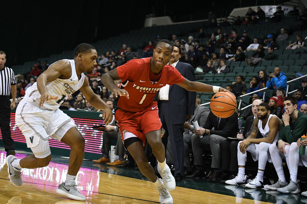. Eric Bonzar�The Morning Journal<br> Youngstown State\'s Braun Hartfield dribbles baseline past Cleveland State defender Kasheem Thomas, Jan. 1, 2018.