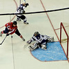 Caps vs Kings: Backstrom tries to bat the puck into the net