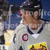 """<a href=""""http://www.hockeydb.com/ihdb/stats/pdisplay.php?pid=7547"""" target = """"stats"""">Larry Hopkins</a> (#9)"""