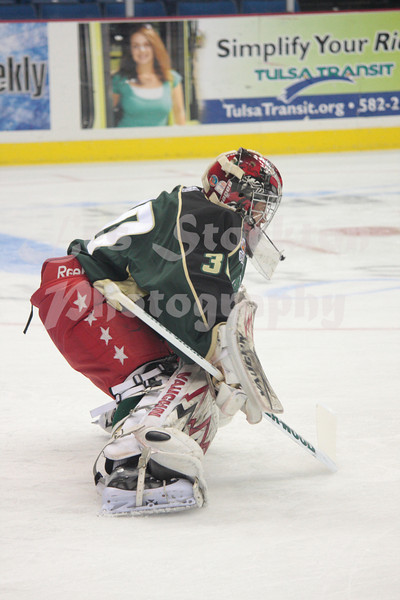 "<a href=""http://www.hockeydb.com/ihdb/stats/pdisplay.php?pid=106855"" target = ""stats"">Chris  Perugini</a> (#30)"
