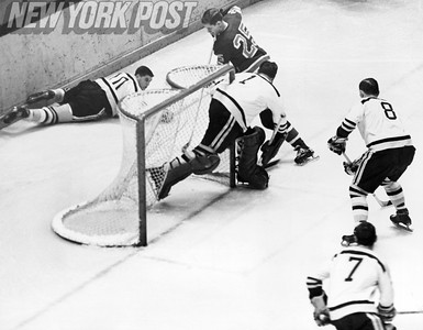 New York Rangers vs Boston Bruins 1966