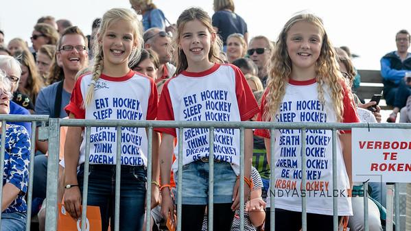10-06-2016: Hockey: Nederland v USA: Hilversum  Young Dutch Fans  Copyright Orange Pictures / Andy Astfalck