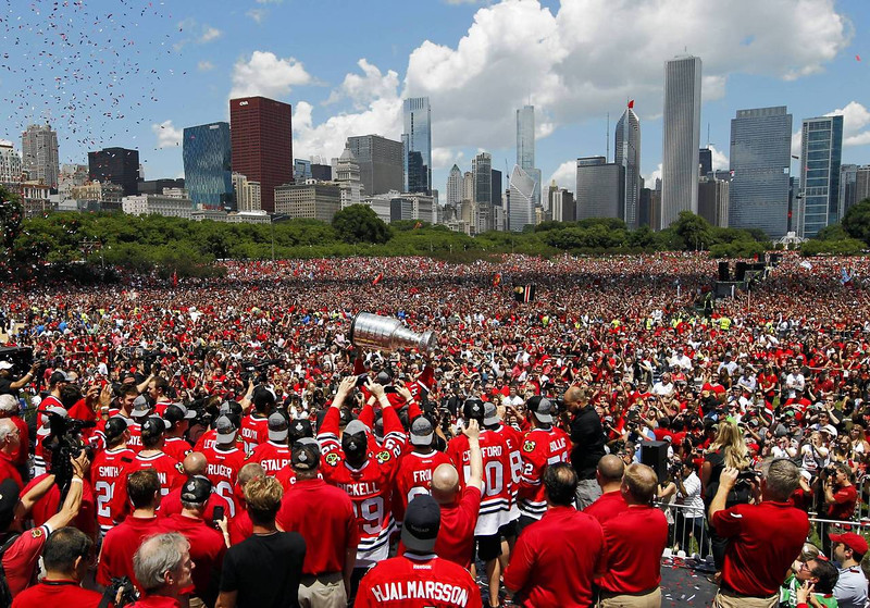 CT blackhawks-celebration09b.jpg