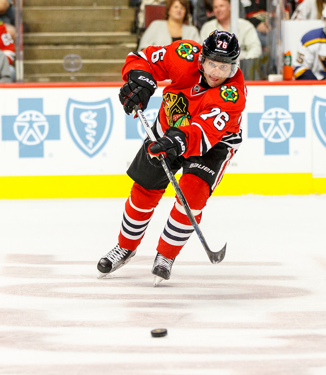 IMAGE: http://www.reicherstudios.com/Sports/HockeyPhotos/Chicago-Blackhawks-vs-St-Louis/i-26m6zpD/0/XL/CC6Q4760_4895-XL.jpg
