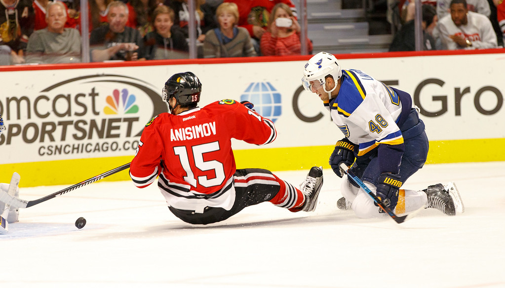 IMAGE: http://www.reicherstudios.com/Sports/HockeyPhotos/Chicago-Blackhawks-vs-St-Louis/i-c6twKKq/0/XL/CC6Q4304_5539-XL.jpg