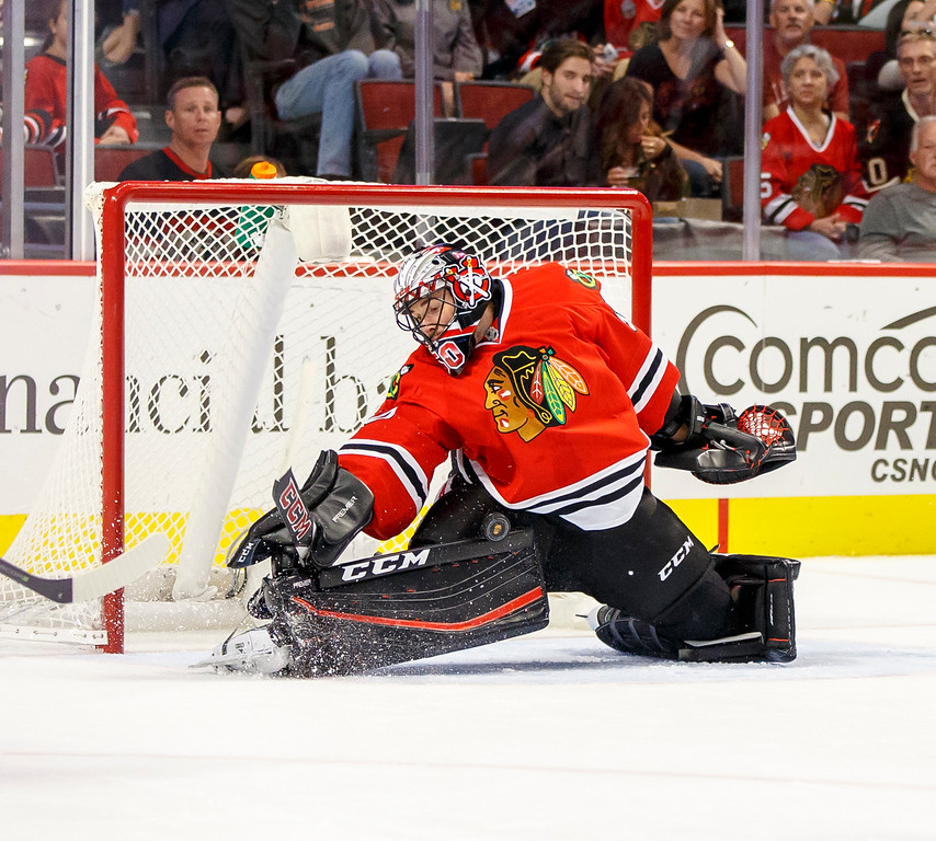 IMAGE: http://www.reicherstudios.com/Sports/HockeyPhotos/Chicago-Blackhawks-vs-St-Louis/i-tDtpQ3W/0/XL/CC6Q4537_4682-XL.jpg