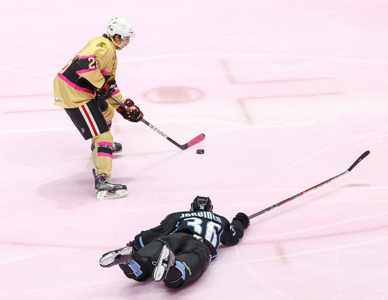 IMAGE: http://www.reicherstudios.com/Sports/HockeyPhotos/Hogs-v-Ads-01-25-14/i-2wwWjqk/0/X2/IMG_1167-X2.jpg
