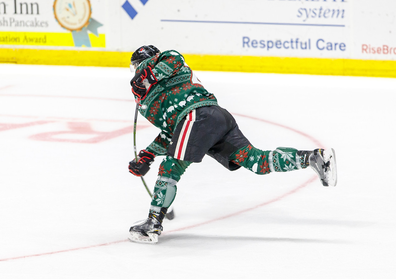 IMAGE: http://www.reicherstudios.com/Sports/HockeyPhotos/IceHogs-20152016/11-27-15-IceHogs-vs-Wolves/i-MTdgZ32/0/X2/CC6Q0641_4300-X2.jpg