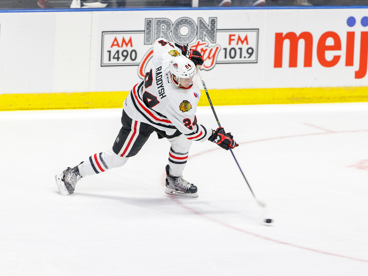 IMAGE: https://photos.smugmug.com/Sports/HockeyPhotos/IceHogs-2017-2018/10-15-17-IceHogs-vs-Admirals/i-vj74k3B/0/e7686bcc/X2/CC6Q4164_0757-X2.jpg