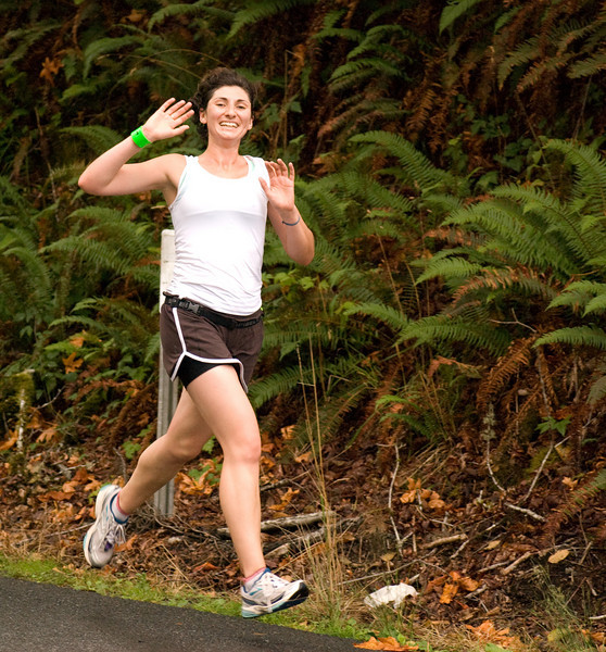 Jo pushing her smoking pace and still able to smile and wave!