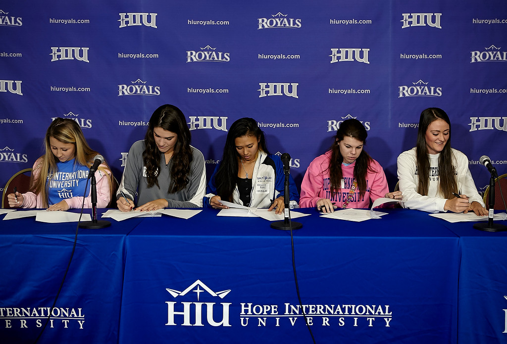 20150508_HIU_Athlete-Signing-Day_2