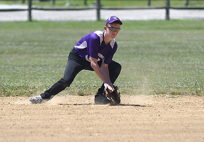 KRISTIN BAUER | CHRONICLE  Keystone's Seth Cogar (4) fields a ground ball during a game against Columbia.