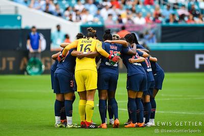 Paris Saint-Germain huddle before the match
