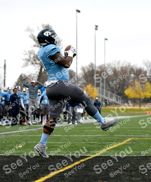 -Messenger photo by Britt Kudla<br /> Michael Slater of Iowa Central makes a catch for a touchdown against Fort Scott on Saturday inside Dodger Stadium