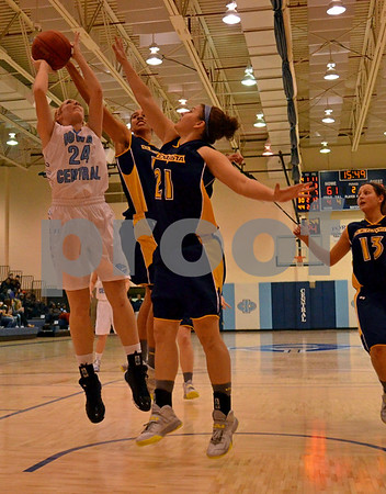 -Messenger photo by Britt Kudla<br /> Hannah Lentsch of Iowa Central shoots inside the paint on Tuesday night at Hudge FieldHouse