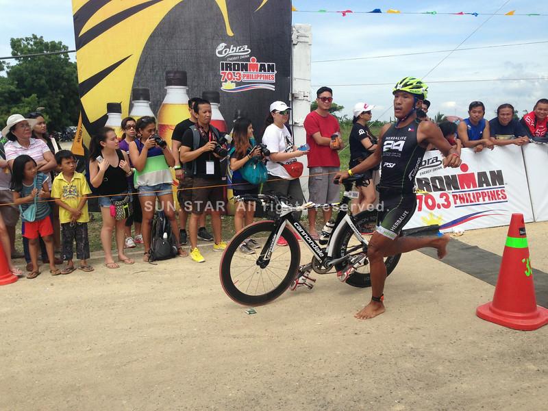 Triathlete finishes bike race of Ironman 70.3 Philippines