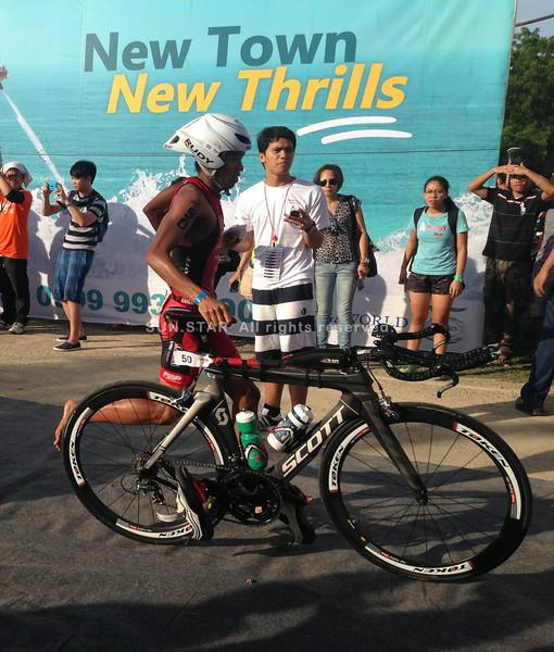 Filipino elite Banjo Norte tails Jonard Saim in the Ironman 70.3 Philippines bike race