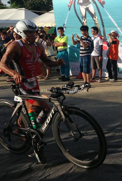 Filipino elite Jonard Saim leading in Ironman 70.3 bike race