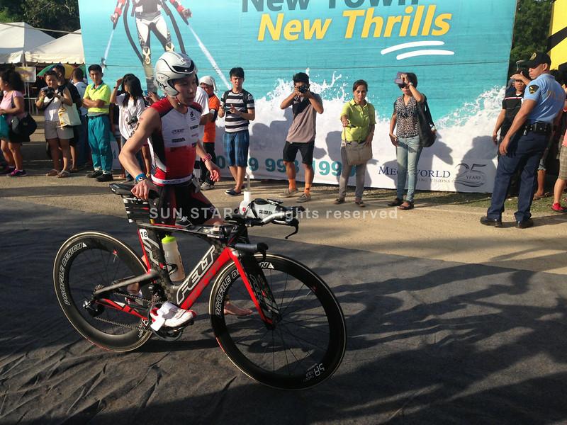 Michelle Wu starts bike race