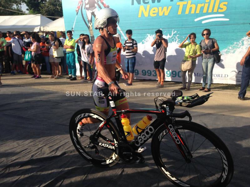 Belinda Granger among the professional triathletes to start the bike early