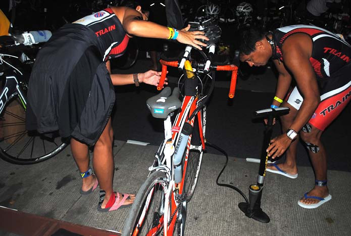 CEBU. Last minute bike checking