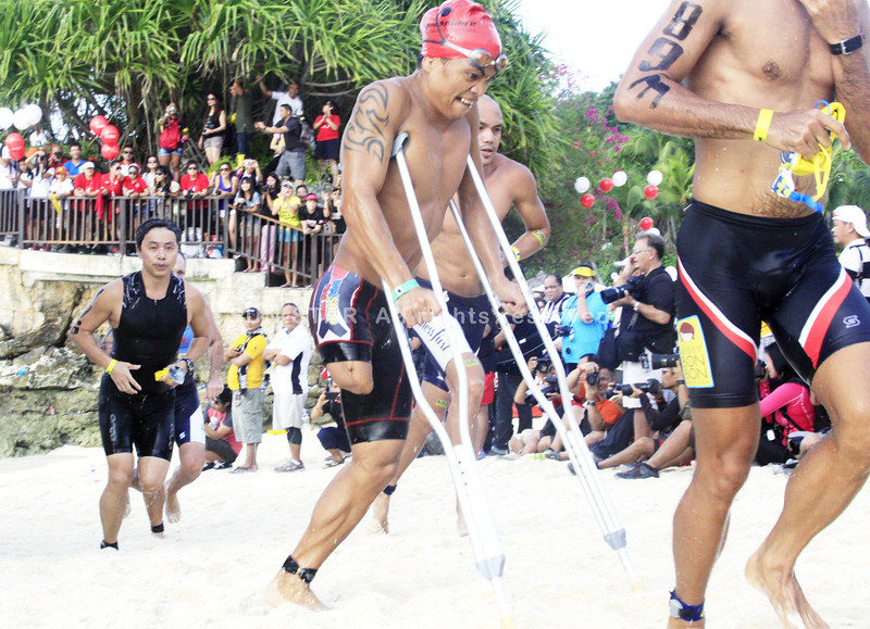 An amputee swimmer joins the Cobra Energy Drink Ironman 70.3 Philippines in Cebu. (Sun.Star Photo)