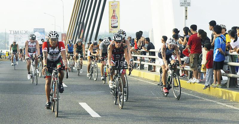Cobra Energy Drink Ironman 70.3 Philippines participants on their bikes. Photo taken at the Marcelo Fernan Bridge. (Sun.Star Photo/Arni Aclao)