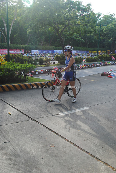 CEBU. A female participant flashes a smile despite being one of the last to leave the bike transition area.