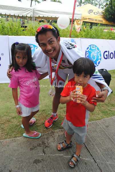 CEBU. Cebuano triathlete Noy Jopson at the finish line with his two kiddos.