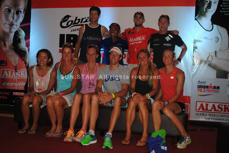 CEBU. The pro and Filipino elite champs pose after a press briefing. (L-R) Filipino elite champ Monica Torres, 3rd placer Belinda Granger, 1st placer Caroline Steffen, 1st placer Pete Jacobs, 2nd placer Bree Wee, 4th placer Amanda Stevens, 4th placer Felbabel Erich, Filipino Elite champ Benedicto Augusto, 3rd placer Mathieu O'Halloran, and 2nd placer Cameron Browne.