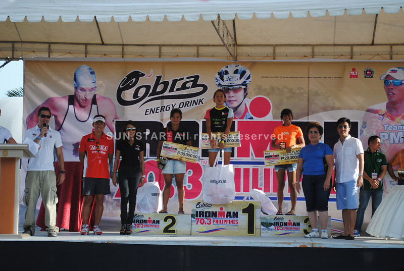 CEBU. Winners in the Filipino Elite women category receive their awards.