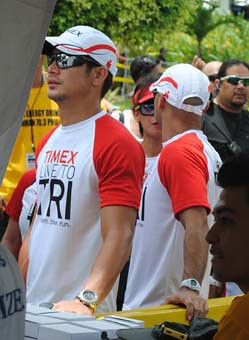 CEBU. Actor Piolo Pascual waits at the finish line for other celebrities who joined the Ironman 70.3.
