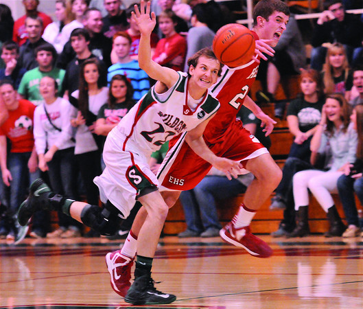 Effingham's Leighton Larkknocks the ball away from Salem's Alex Phillips in the first half of the Hearts 71-44 win over Salem.