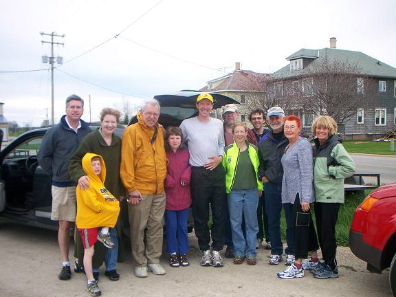 Courtesy of Robert, we have a gang photo of everyone who saw Jason complete his 22nd day on the Ice Age trail.  Pictured in the mix are me and the L'il Mister, Jason's parents, his sister and her family, a reporter from Oshkosh, the Bunks and Jason's folks.  Oh, and of course JASON (center, grey shirt)!  The next day he only had another 30 miles to his goal.  WOW!