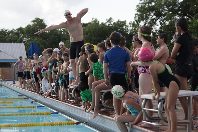 Olympic gold-medalist Josh Davis demonstrates a proper freestyle stroke.