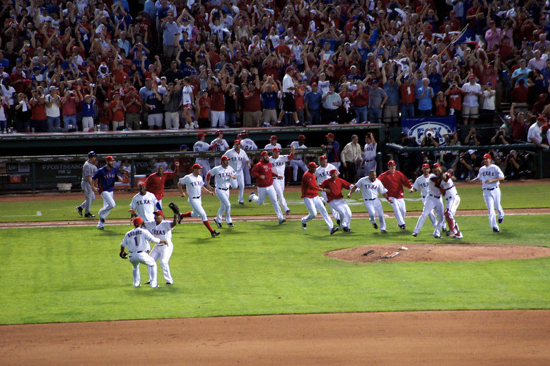 Rangers celebrate after winning the American League championship vs. the Detroit Tigers