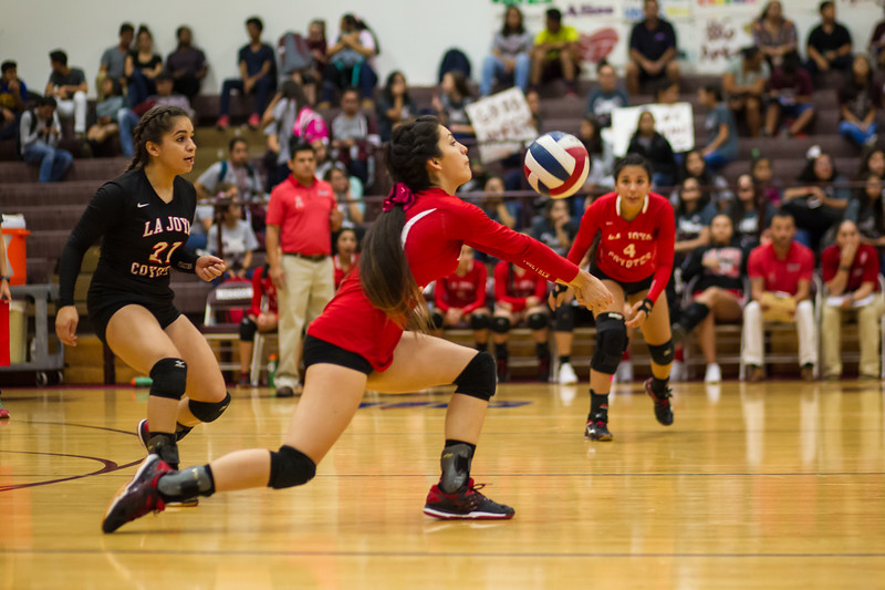 2016 10 04 Mission v La Joya Volleyball_dy-30.jpg