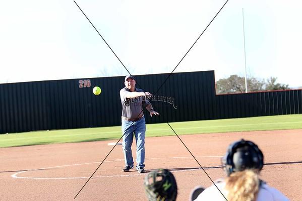 Lady Jacket Softball vs Early
