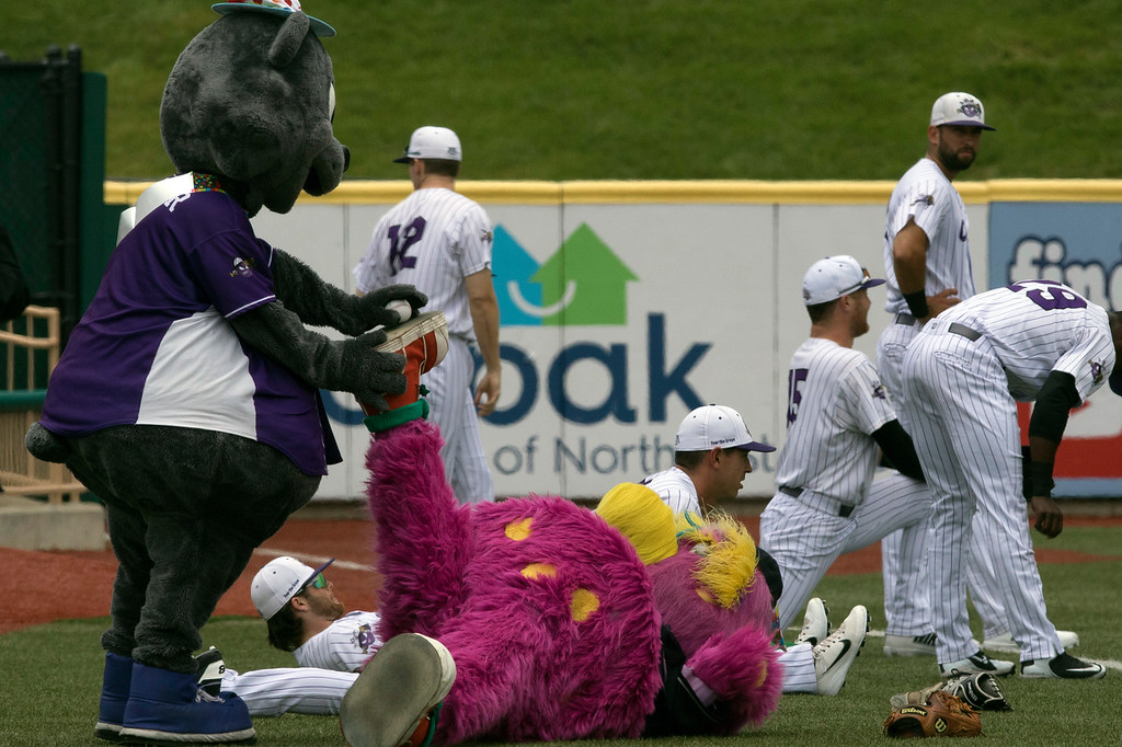 . Jen Forbus - The Morning Journal Before the game, Stomper helps Indians mascot, Slider, stretch with the Crushers team.