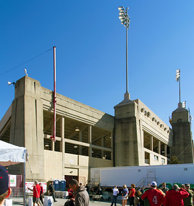 Approaching Robertson Stadium for the last UH football game there.