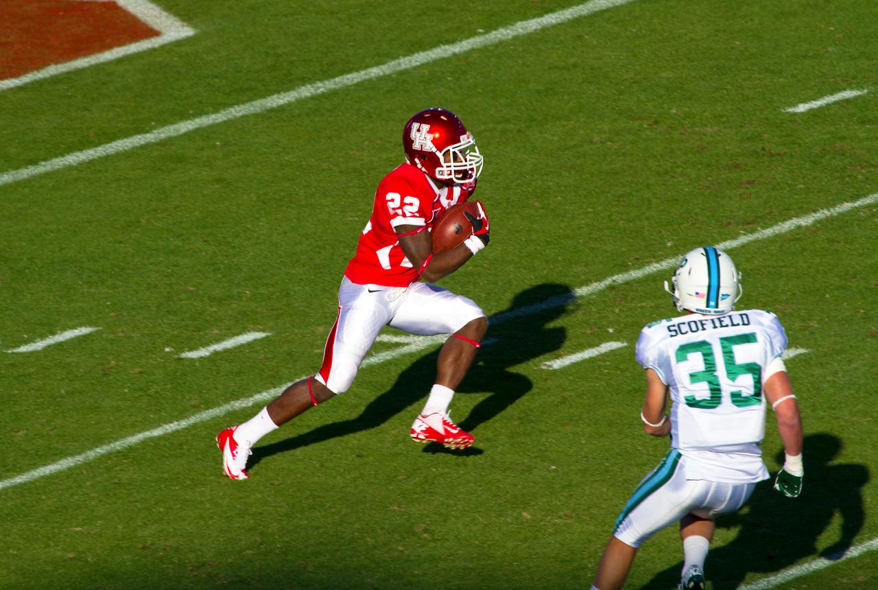 Jackson takes a Tulane kickoff