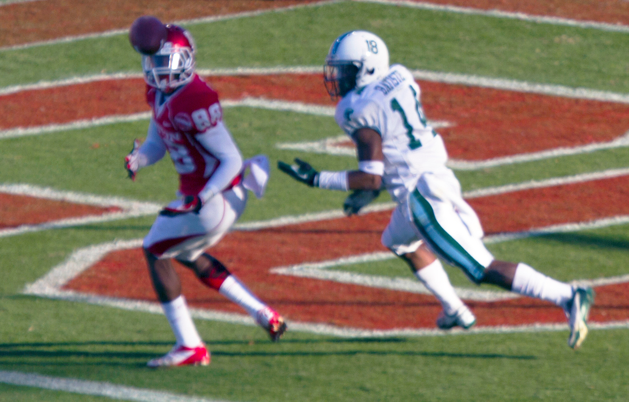 Maxwell catching a UH touchdown pass
