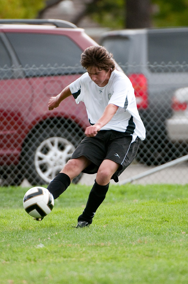 Los-Altos-Soccer-U16B-20090913152827_8885